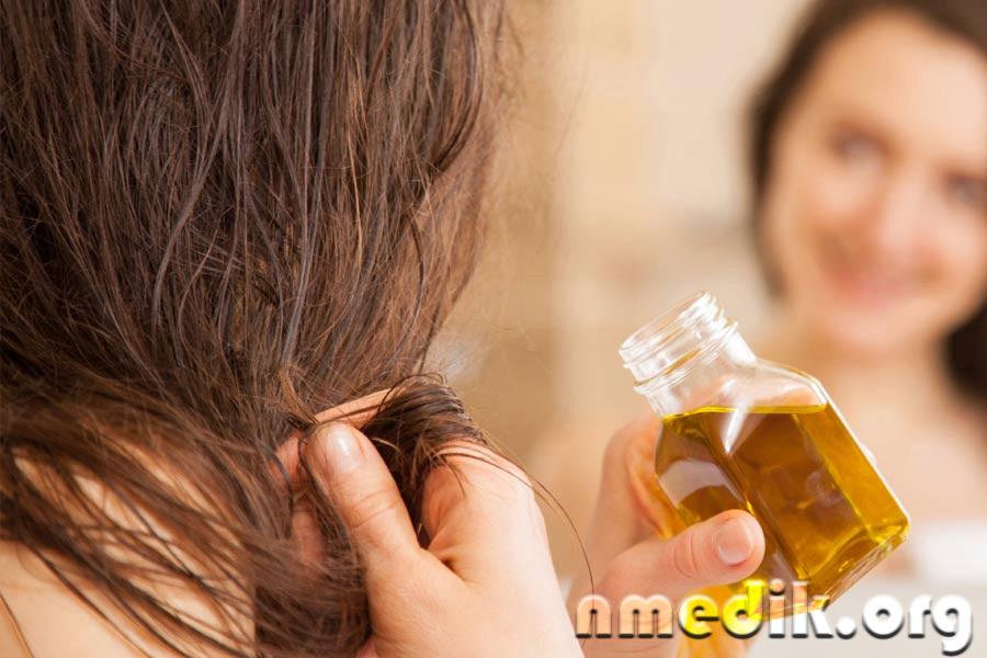 Втирать миндальное масло волосы