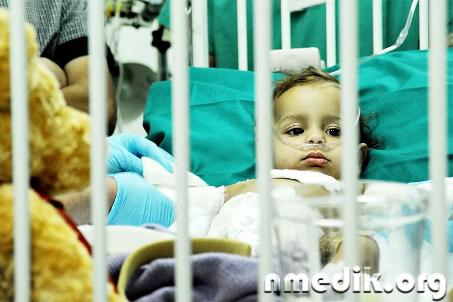 Стафилококк у детей: виды, признаки, лечение